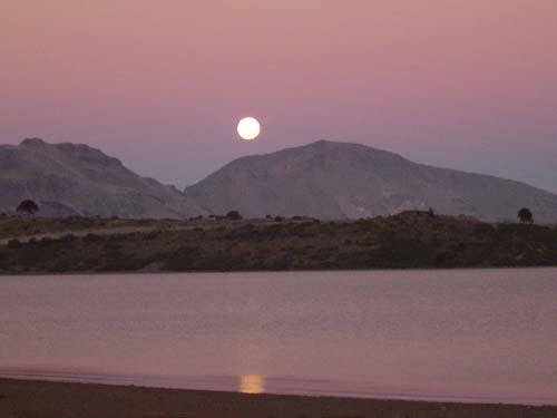 Luna llena sobre Lago Agrio<br>autor